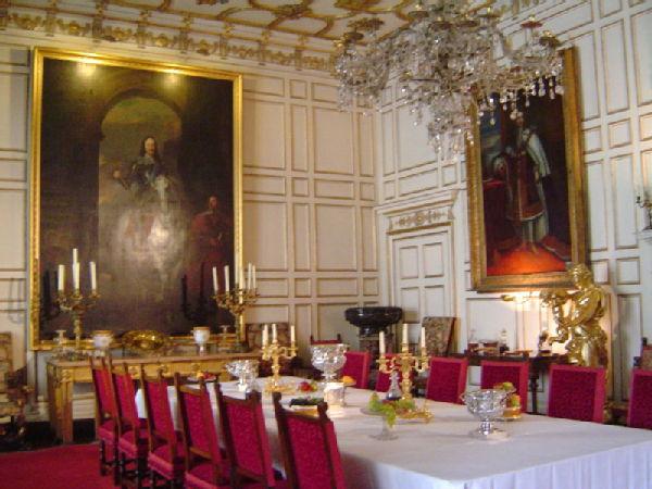 Warwick Castle Claudia S Uni Of, Warwick Castle State Dining Room Set