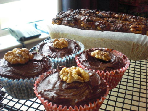 2 courgette and walnut cakes