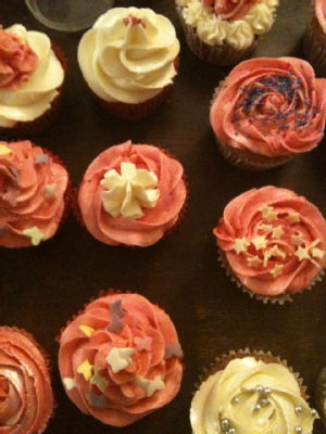strawberry cupcakes and meringue buttercream frosting 2