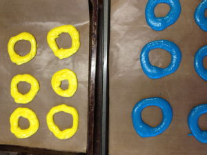 blue and yellow piped rings