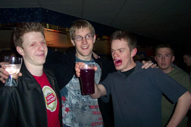 Подборка приколов с пьяными людьми. Пьяные чудят и веселятся, а также