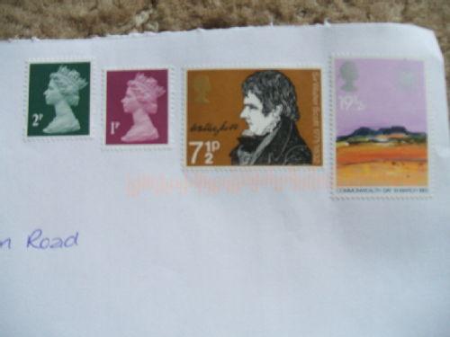 Olde worlde stampes usede ine poste todaye.