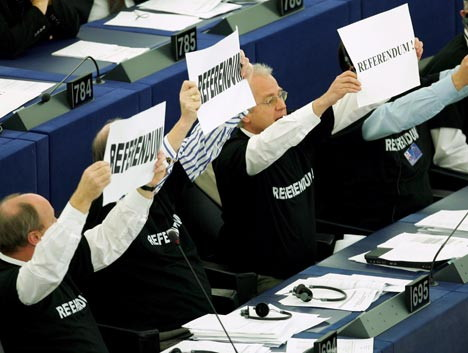 MEPs make noise for a referendum