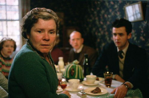 Vera Drake as caring mother