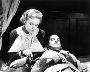 Donat and Carroll Handcuffed in 39 Steps 1935