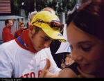 Rossi obliges to fan's request