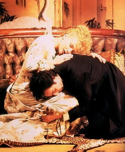Michelle Pfeiffer and Daniel Day-Lewis in THE AGE OF INNOCENCE (1993)