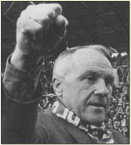 Bill Shankly in front of the Kop